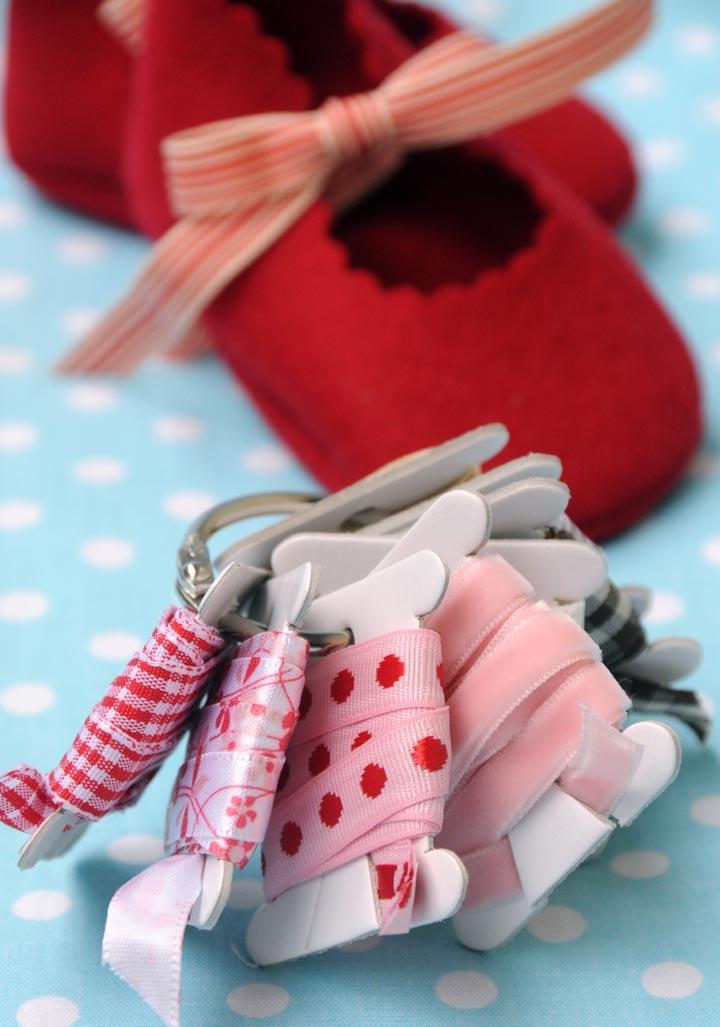 *laces w: shoes