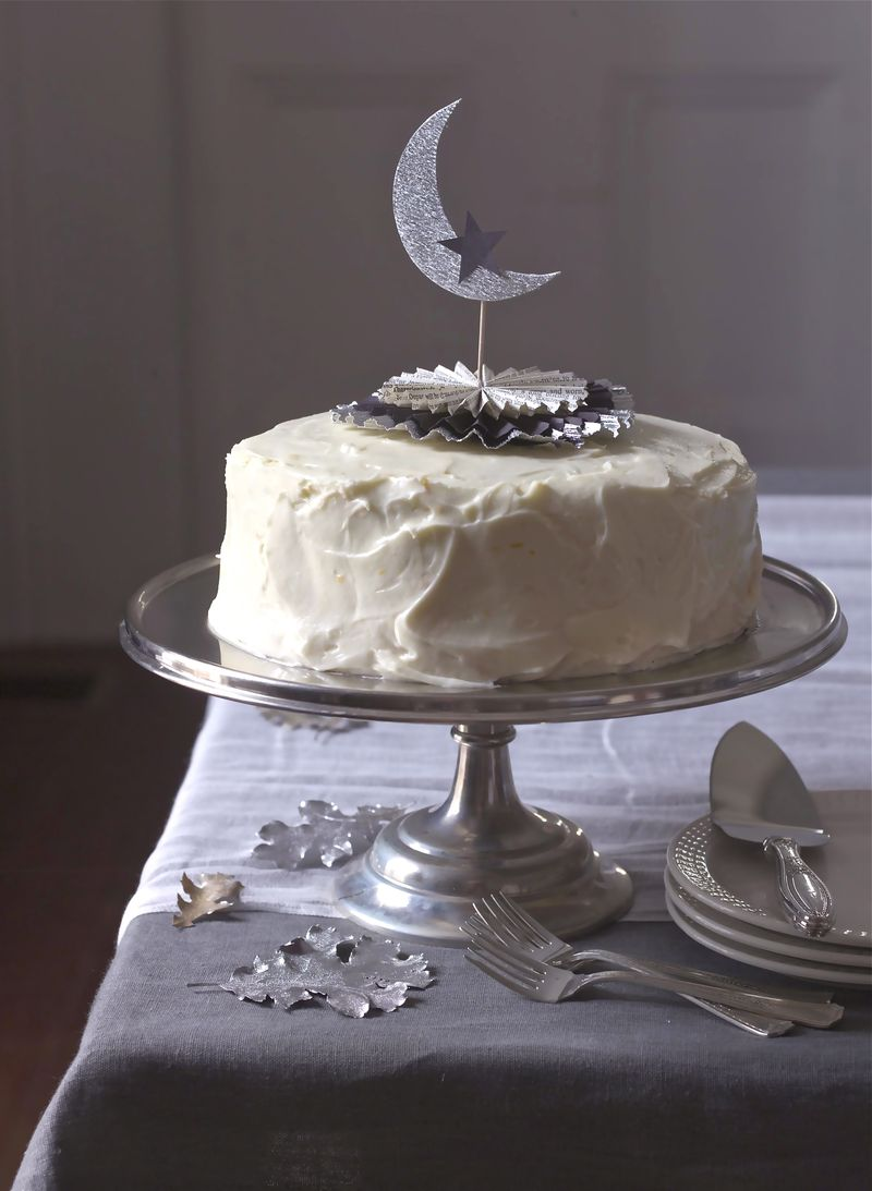 Crescent Moon Cake Topper - Urban Comfort