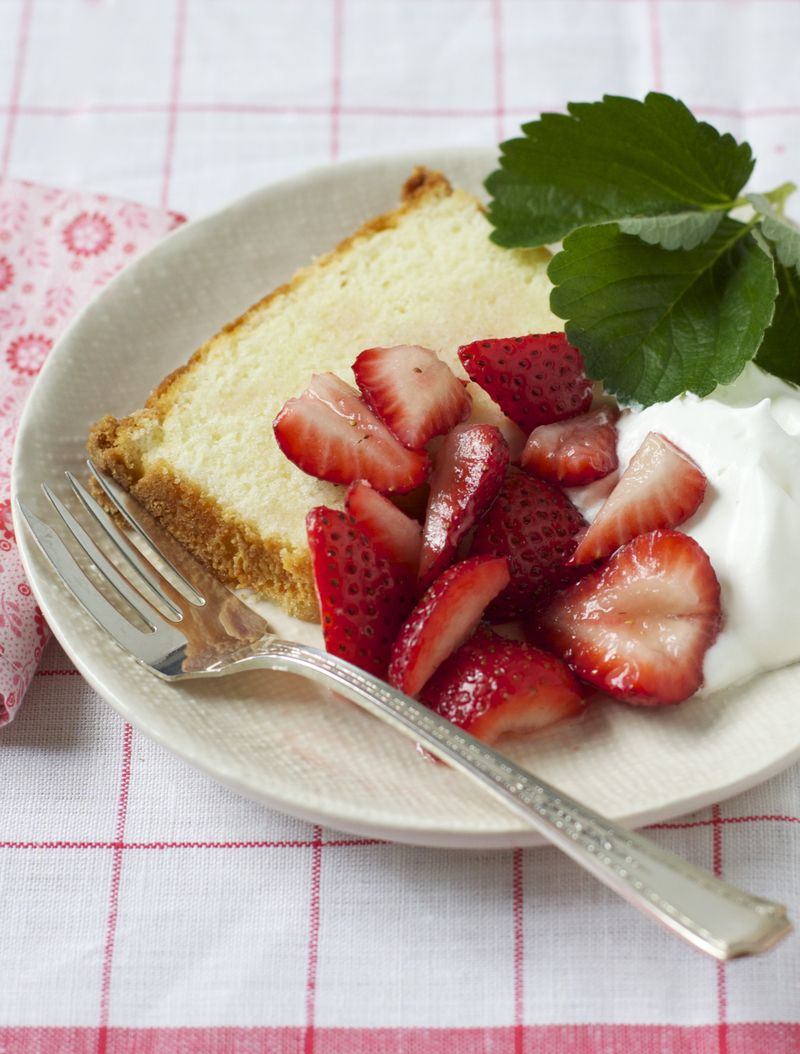 Country Cake with Strawberries
