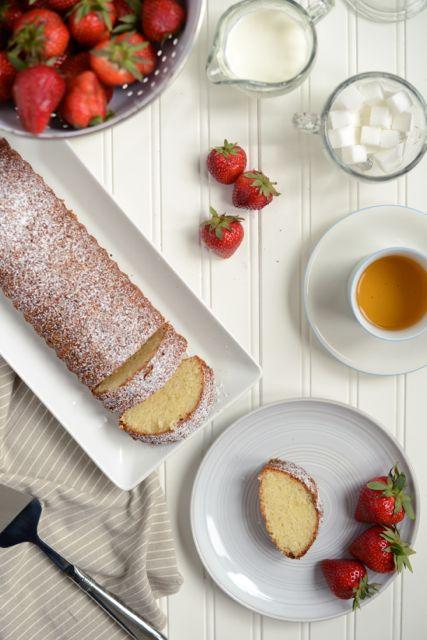 Scandinavian-Almond-Cake-with-Strawberries-and-Tea